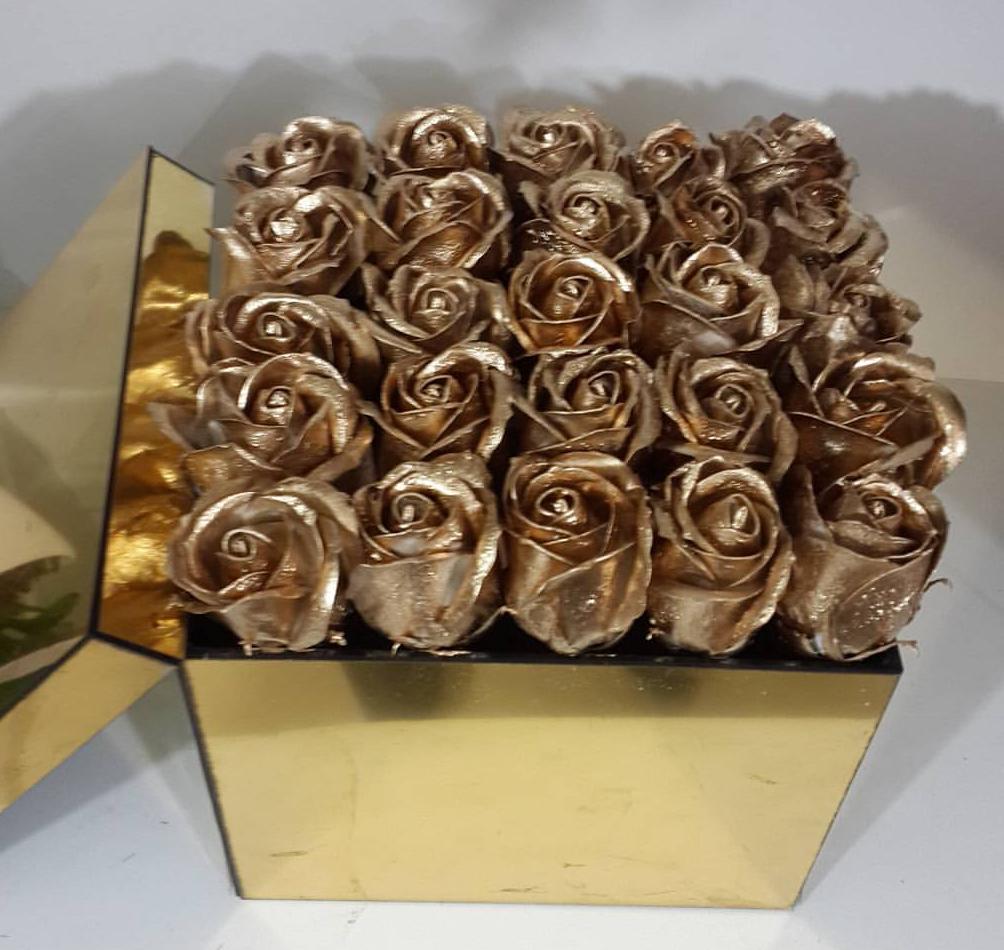 گل - دسته گل - سبد گل - تزیین ماشین عروس - دسته گل عروس - تاج گل -
